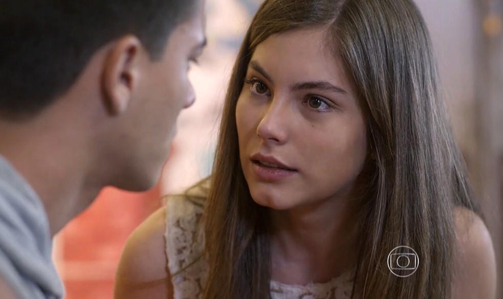 Bianca (Bruna Hamú) fica inconformada quando Duca (Arthur Azevedo) diz que eles não vão ficar juntos - 'Malhação Sonhos' — Foto: Globo