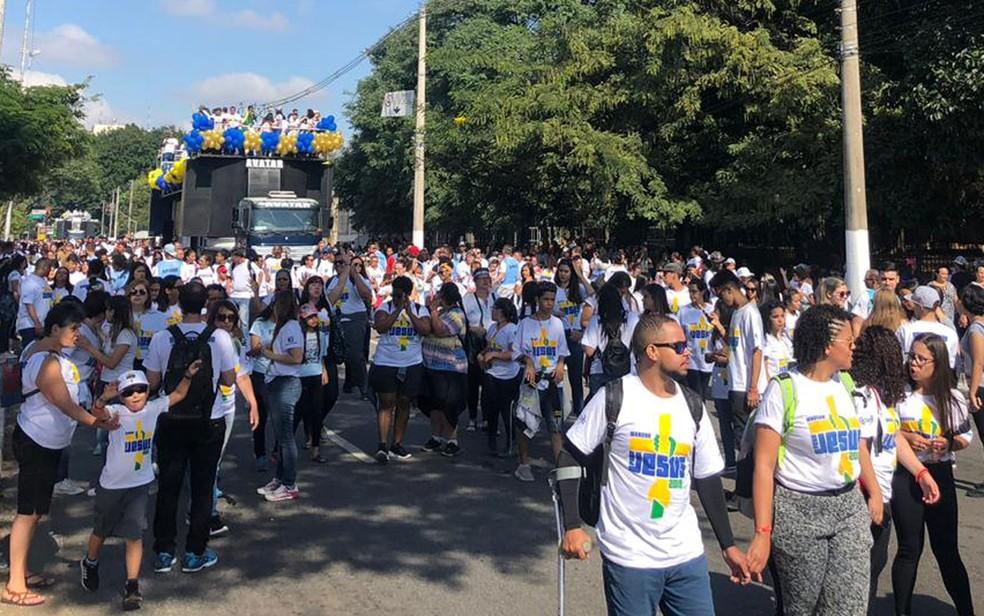 Fieis caminham na Marcha para Jesus 2019 em São Paulo — Foto: Patricia Figueiredo/G1