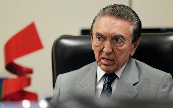 O senador Edison Lobão,presidente da CCJ (Foto: Ueslei Marcelino / Reuters)
