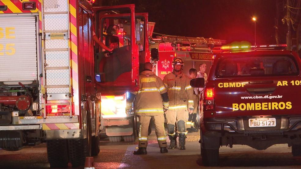 Incêndio destrói casa e deixa dois mortos em Sobradinho, no DF — Foto: TV Globo/Reprodução