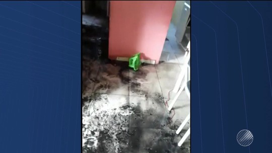 Crianças colocam fogo em colchão, chamas se alastram e destroem móveis de apartamento na Bahia
