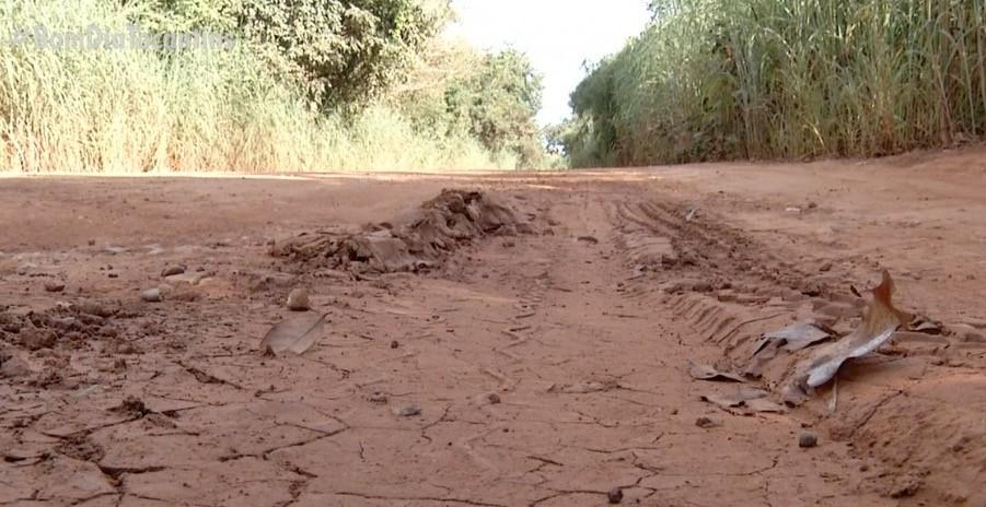 Buracos dificultam tráfego de estrada que dá acesso a assentamento em Porto Nacional
