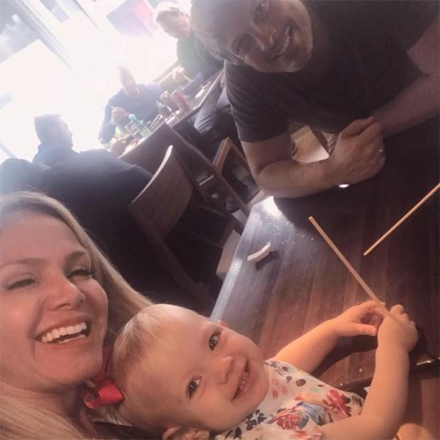 Eliana, o noivo, Adriano, e Manuela (Foto: Reprodução / Instagram)