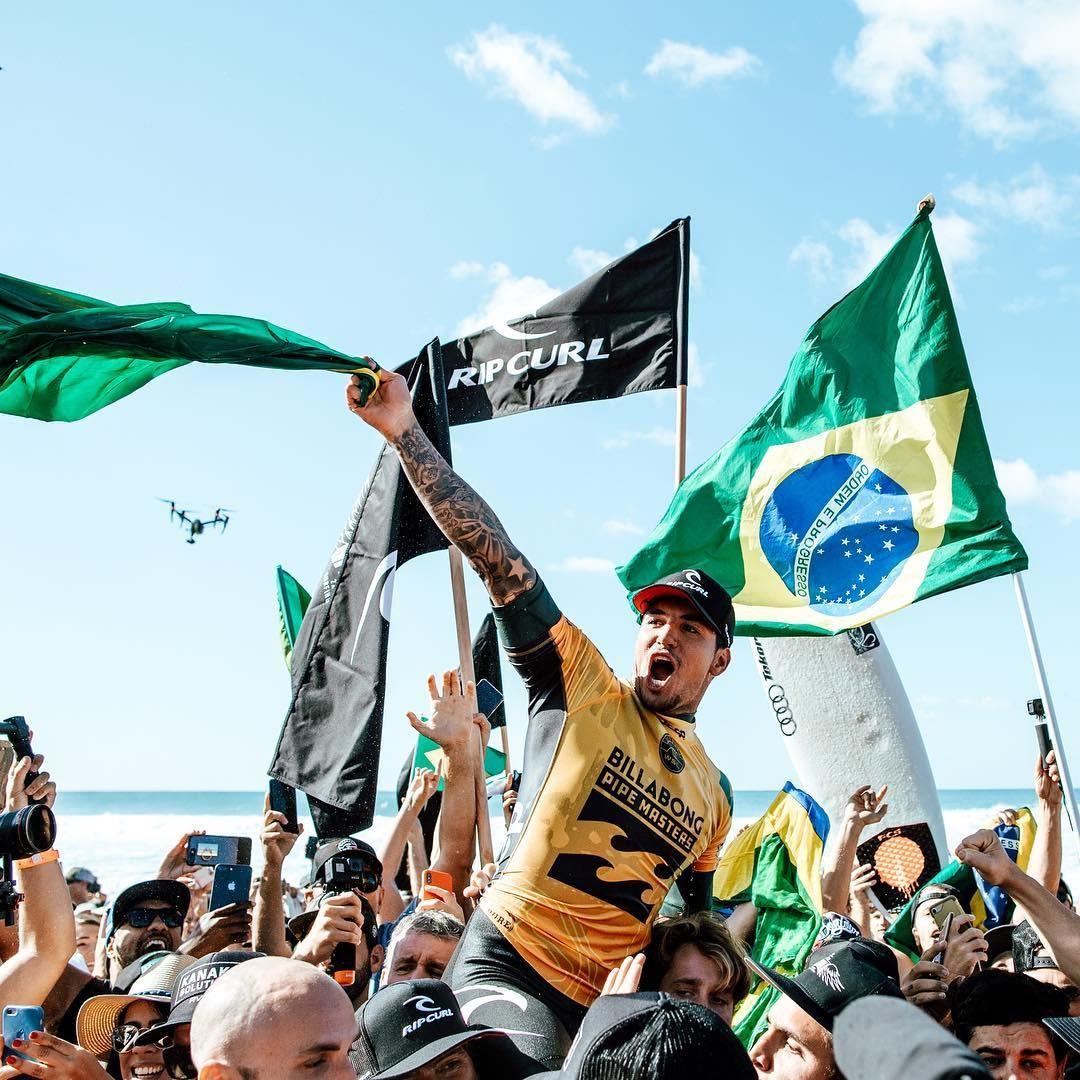 Gabriel Medina comemora vitória em Pipeline, no Havaí  (Foto: Divulgação)
