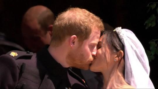 Harry e Meghan Markle anunciam gravidez