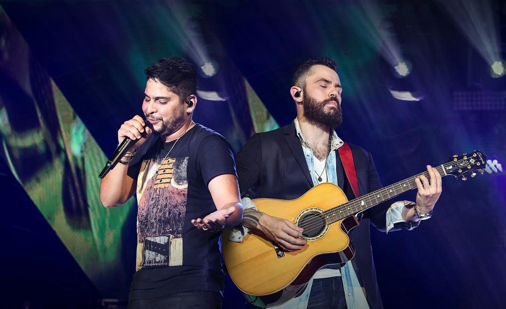 Jorge e Mateus cantam 'Contrato', música que propõe um 'contrato vitalício da paixão', com 'rescisão de R$ 1 milhão' (Foto: Divulgação)