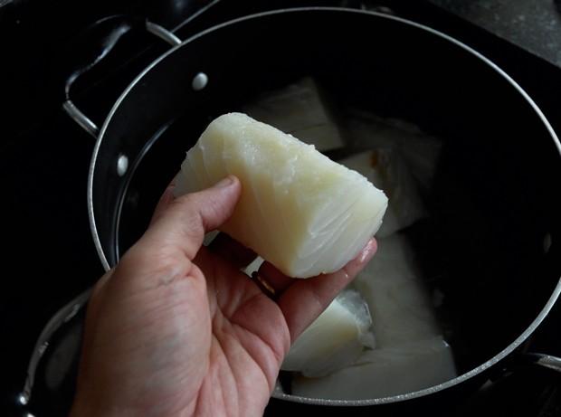 O bacalhau não pode ser muito cozido (Foto: Andre Lima de Luca)