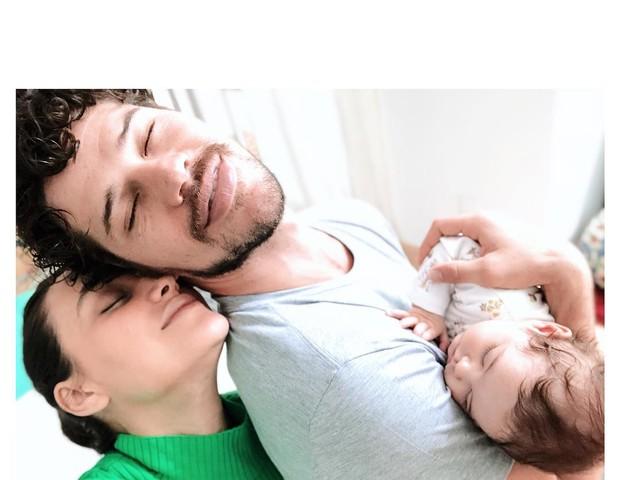 Débora Nascimento, José Loreto e Bella (Foto: Reprodução Instagram)