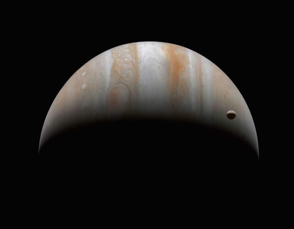 Júpiter e Ganímedes (Foto: NASA/Michael Benson)