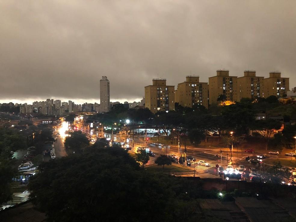 Vila das Belezas, na Zona Sul de São Paulo, também fica escura — Foto: Ana Paula Campos/TV Globo
