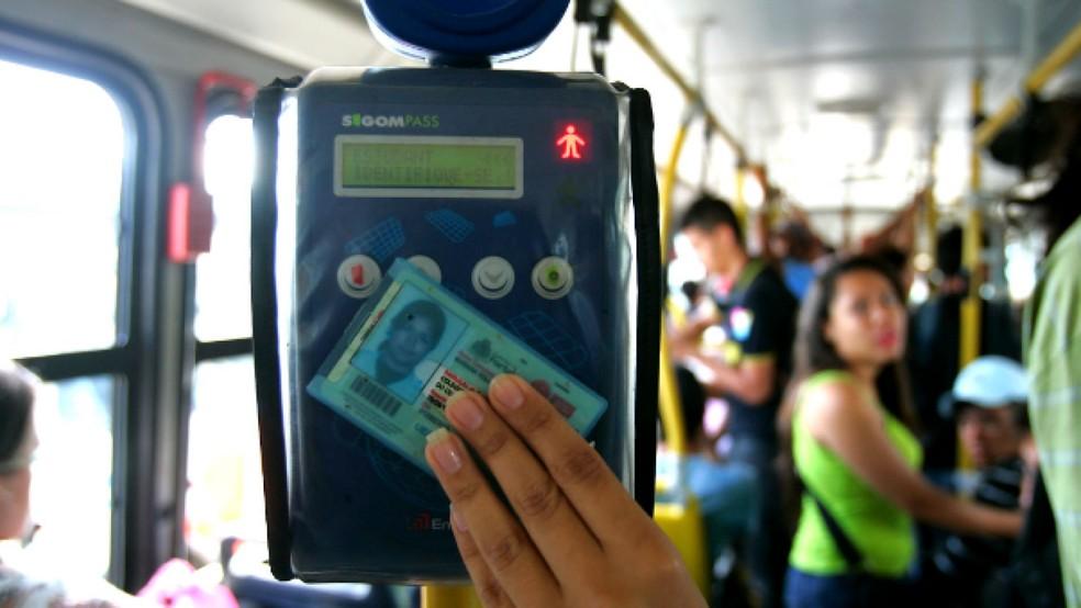 O prazo foi prorrogado em virtude do processo licitatório para a gráfica de carteiras estudantis — Foto: Natinho Rodrigues