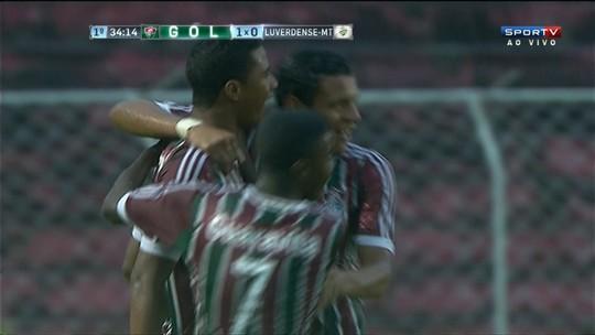 Gol do Fluminense! Derlan cabeceia fraco, mas marca o primeiro do jogo aos 34 do 1º tempo