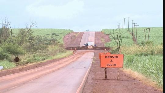 Chuva afeta desvio usado por motoristas para chegar a São José da Bela da Vista após rodovia ser interditada