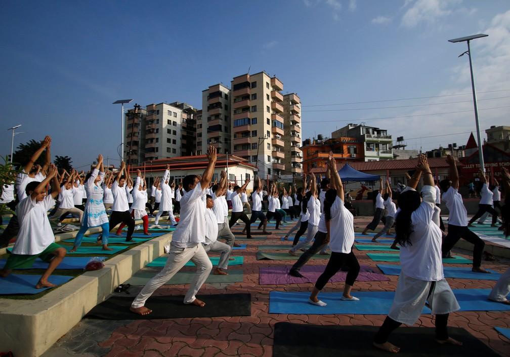 2019 06 21t040541z 778682859 rc18c5af4340 rtrmadp 3 yoga day nepal - Dia Internacional do Yoga é celebrado pelo mundo; veja fotos