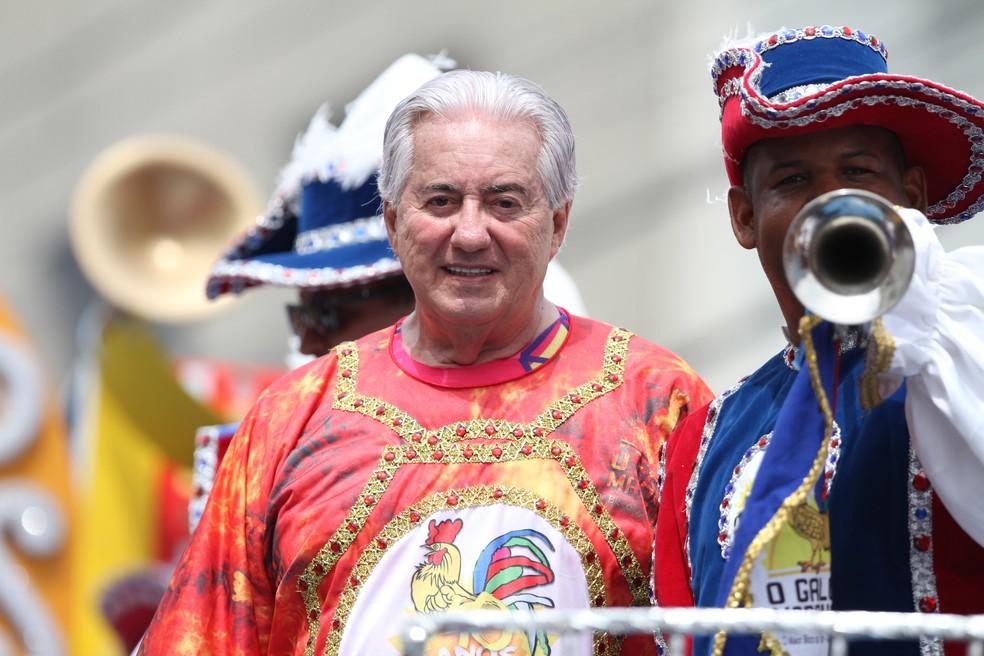 Um dos homenageados do 40º desfile do Galo da Madrugada foi o jornalista Francisco José, da TV Globo (Foto: Aldo Carneiro/Pernambuco Press)