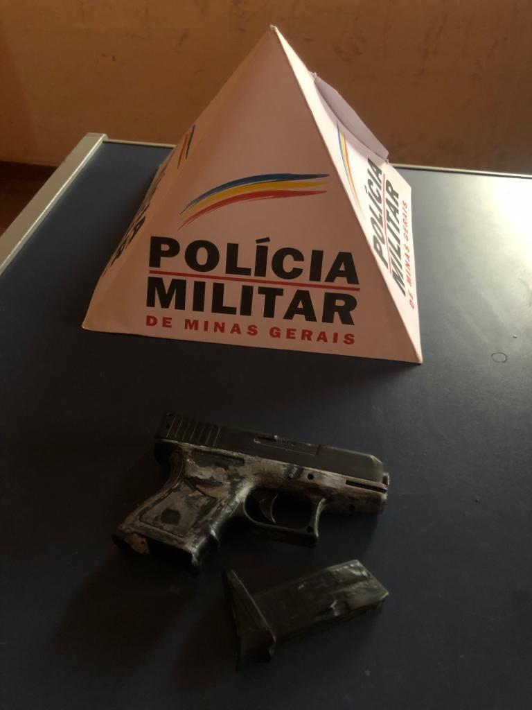 Menor é apreendido com réplica de arma após ameaçar a irmã em Engenheiro Navarro - Notícias - Plantão Diário