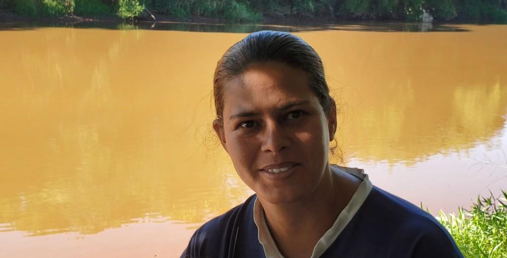 Edna Maria Ferreira dos Santos diz que 'não vê mais vida' no Rio Paraopeba — Foto: Raquel Freitas/G1