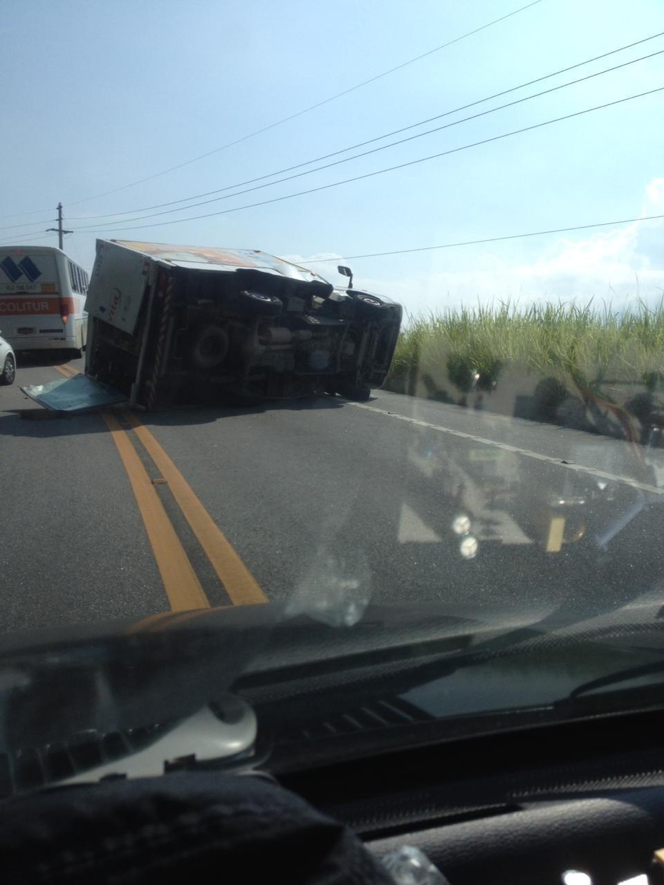 Caminhão tomba e atropela ciclista na Rio-Santos, em Angra dos Reis - Noticias