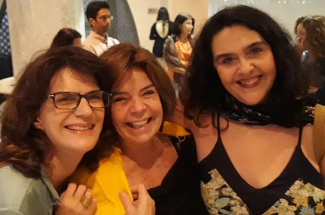 Licia Manzo, Claudia Camargo, irmã de Felipe, e Isa do Eirado, depois de assistirem a 'As comadres' (Foto: Arquivo pessoal)