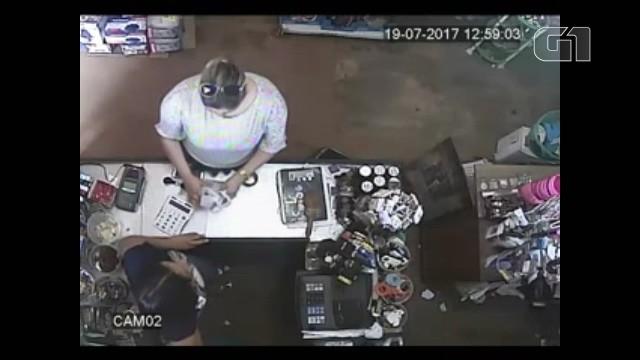 Vídeo mostra secretária de Administração de Calçoene recebendo dinheiro de propina; veja - Noticias