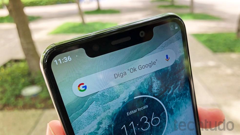 Motorola One tem tela de 5,9 com resolução HD+ — Foto: Thássius Veloso/TechTudo