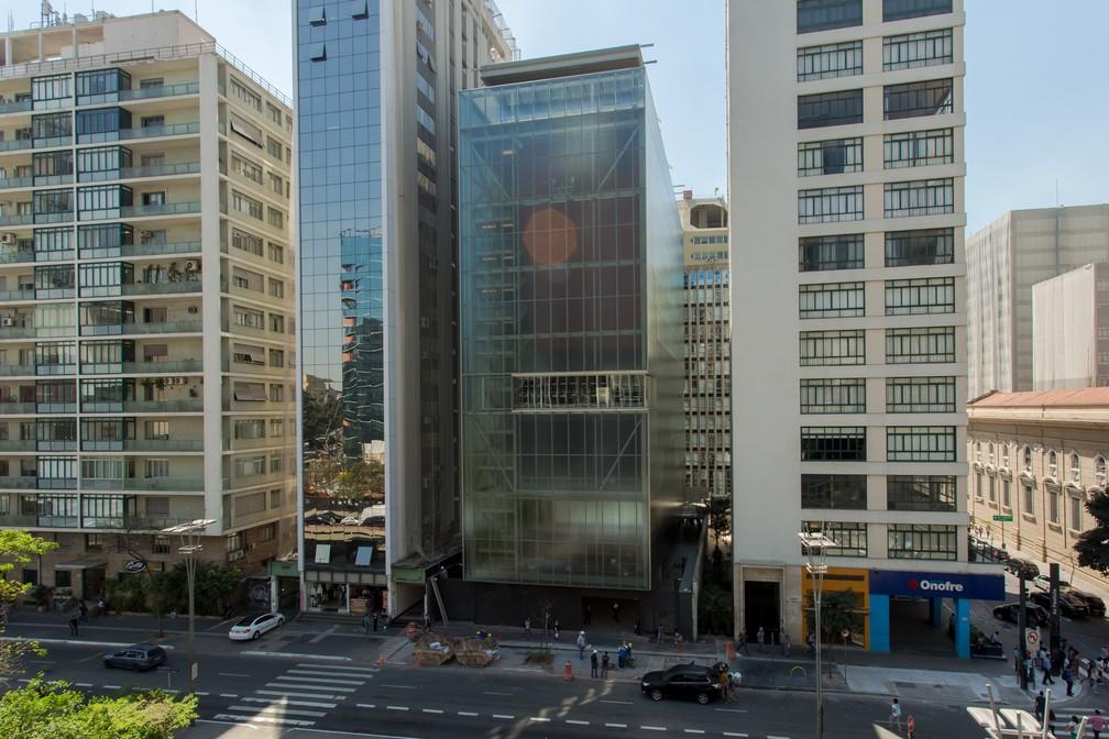Prédio espelhado de 7 andares na Avenida Paulista abriga IMS em São Paulo  (Foto: Celso Tavares/G1)