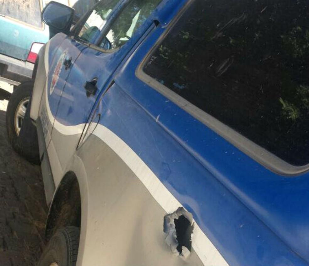 Viatura foi atingida por disparo durante confronto na Bahia (Foto: Divulgação/SSP-BA)