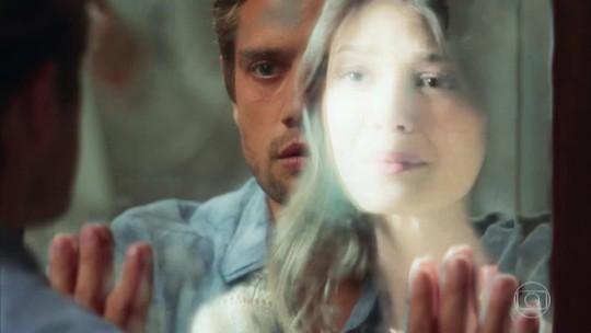 Cris e Daniel se veem pela primeira vez; reveja a cena