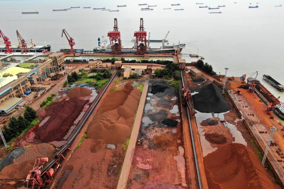 Pilhas de minério de ferro na China, em imagem de arquivo. — Foto: Stringer/Reuters