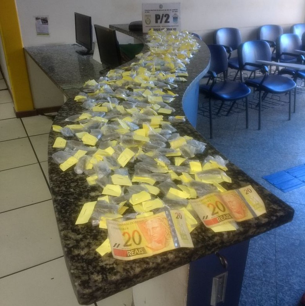 Cocaína, maconha e crack apreendidos em Cabo Frio (Foto: Polícia Militar/Divulgação)