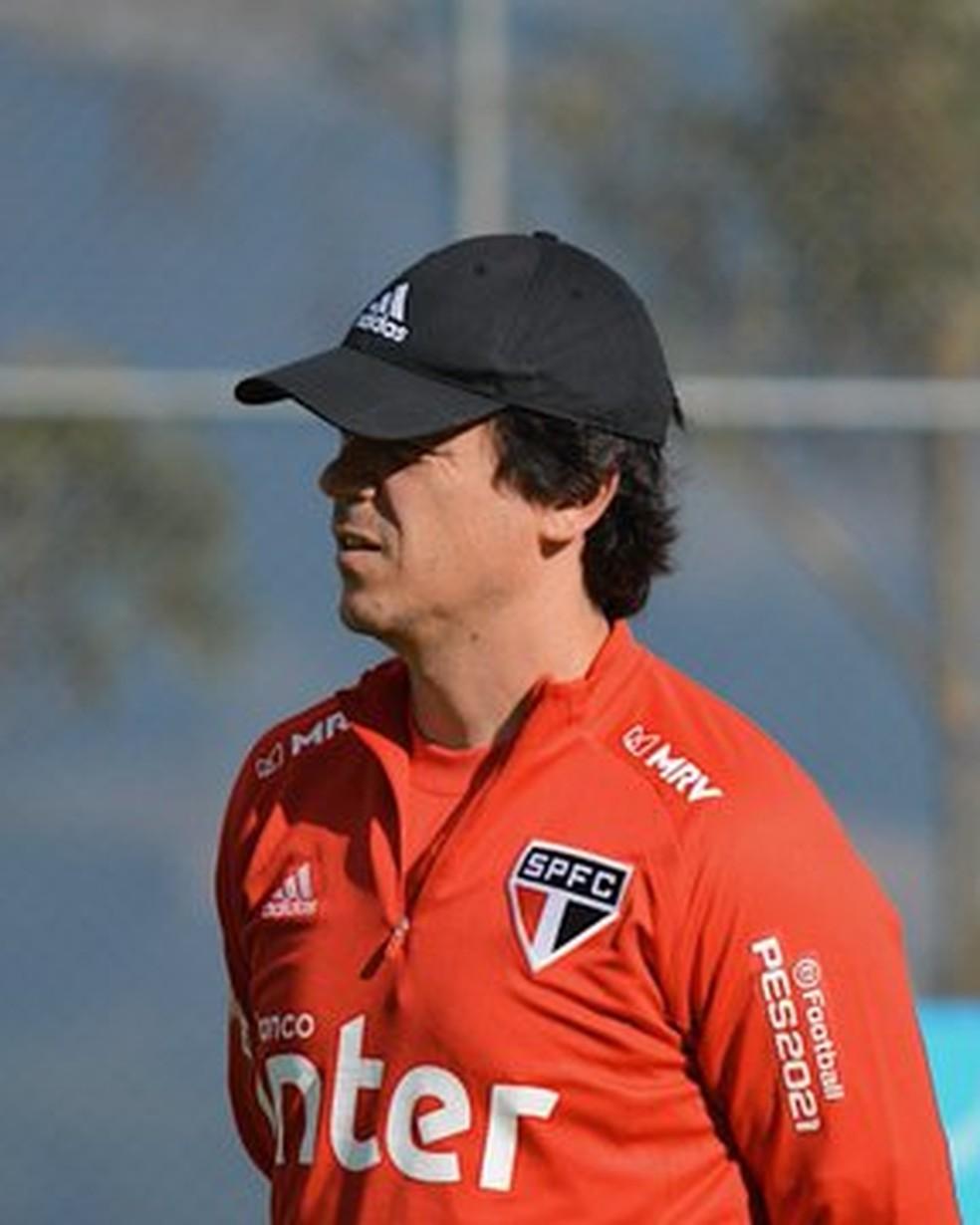 Fernando Diniz no treino do São Paulo desta segunda-feira — Foto: Erico Leonan / saopaulofc.net