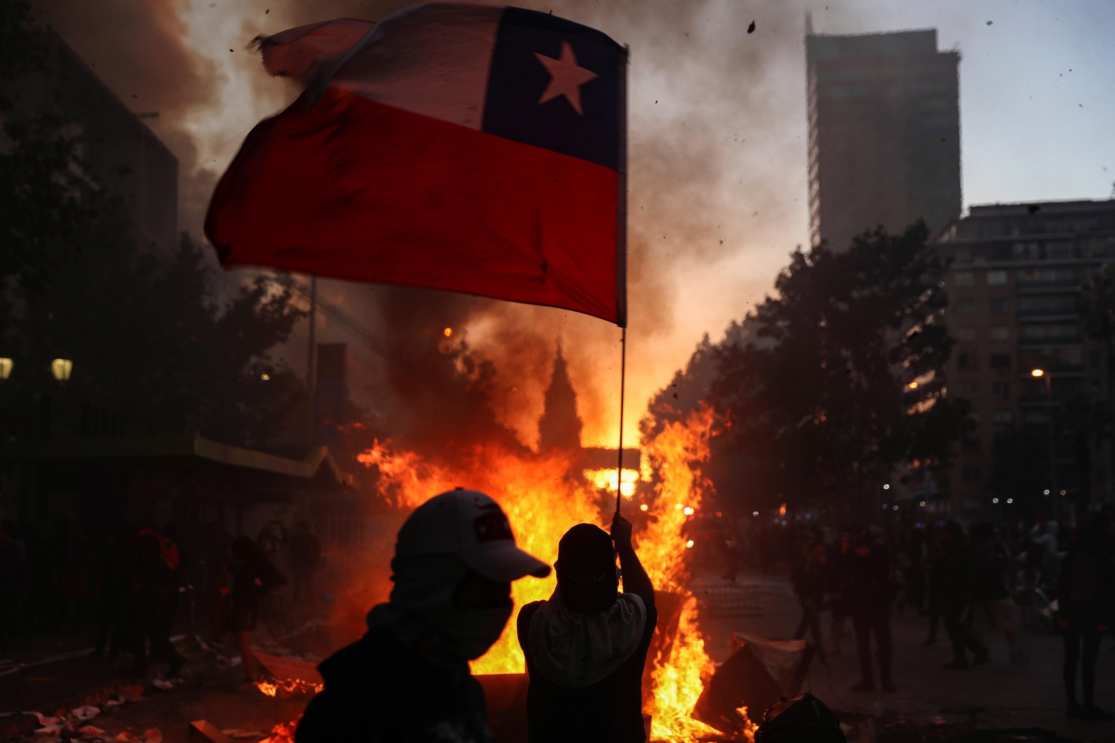 Reservas de hotéis caem pela metade em meio a protestos em Santiago - Notícias - Plantão Diário