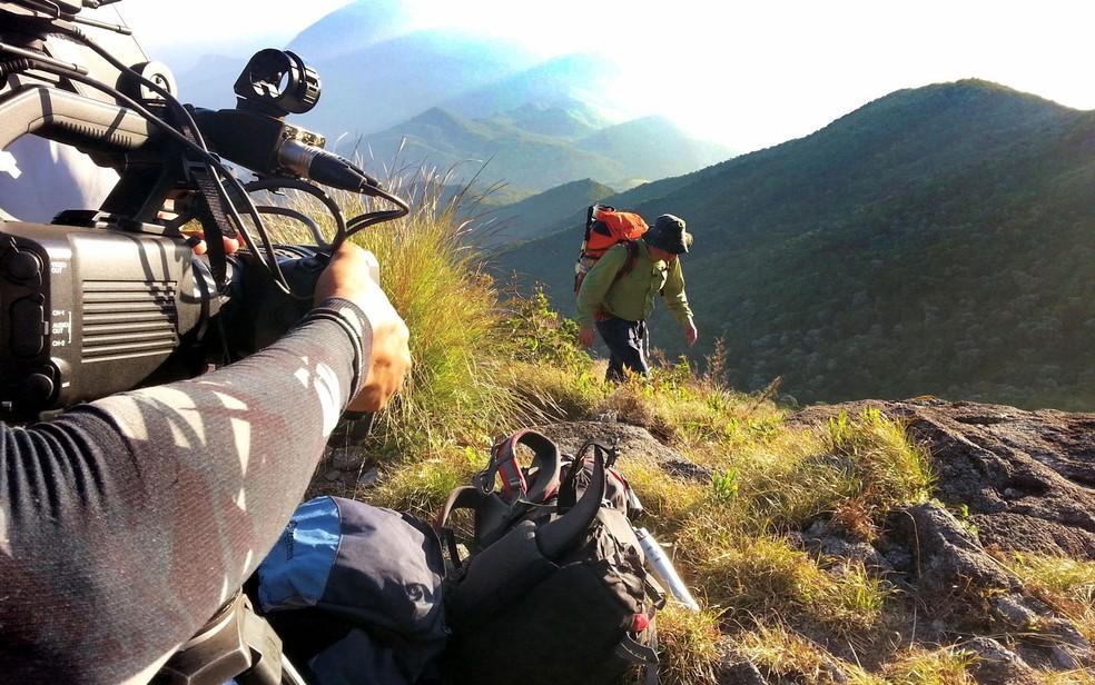 Bastidores das gravações do Globo Repórter durante a travessia da Serra Fina — Foto: Globo Repórter/ Reprodução