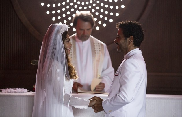 Na segunda-feira (20), Maria da Paz (Juliana Paes) e Amadeu (Marcos Palmeira) irão se conhecer e ficarão noivos, apesar de suas família serem rivais. Mas ele levará um tiro no altar (Foto: TV Globo)