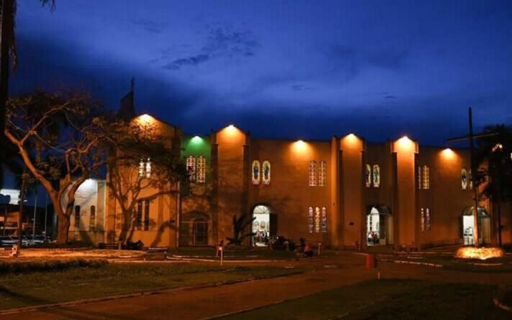 Prefeito veta projeto que reconhecia atividades religiosas como essenciais em Goiânia