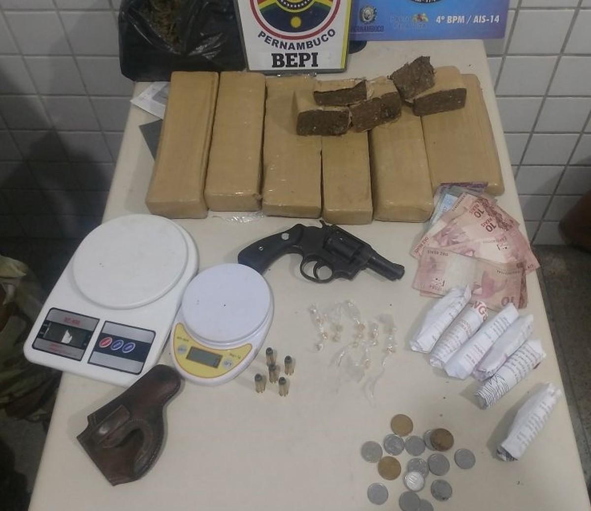 PM apreende 4,5 kg de maconha com suspeitos em Caruaru
