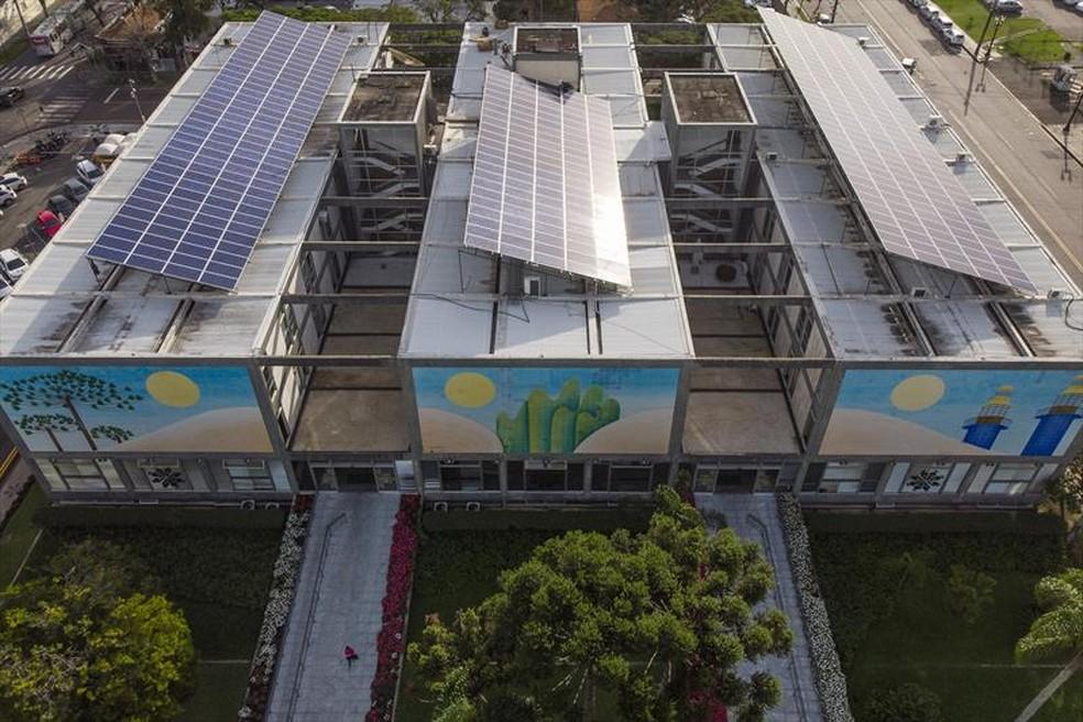 Sistema de energia solar começou a funcionar na quarta-feira (5) no prédio da Prefeitura de Curitiba — Foto: Pedro Ribas/SMCS