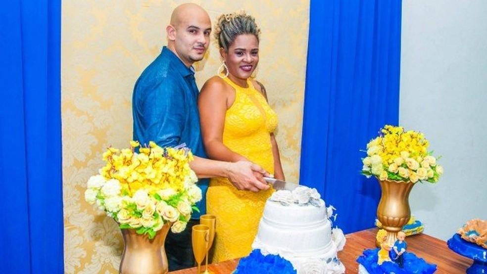 Marlon e Fabiane no dia do casamento — Foto: Arquivo pessoal