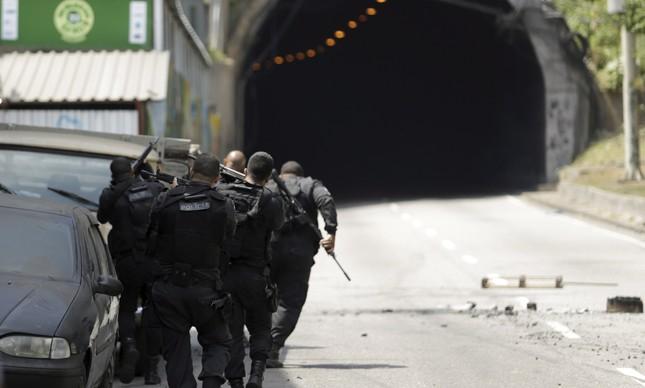 Vídeo mostra tiroteio intenso nesta sexta na Rocinha