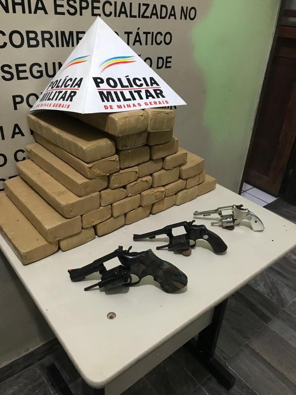 Polícia Militar apreende drogas e armas durante operação — Foto: Polícia Militar/Divulgação