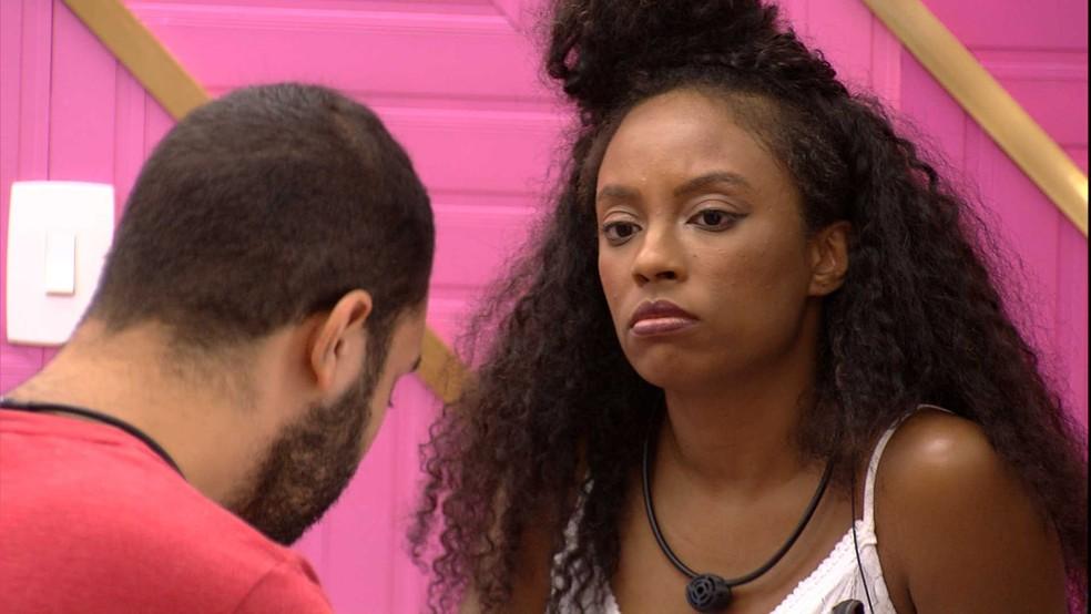 BBB21: Gil conversa com Lumena sobre seus últimos desentendimentos no jogo — Foto: Globo
