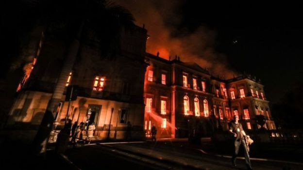 Incêndio destruiu parte do acervo do Museu Nacional (Foto: GETTY IMAGES/via BBC News Brasil)