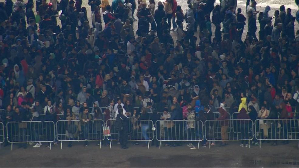 Mutirão de emprego reúne multidão no Centro de São Paulo (Foto: TV Globo/Reprodução)