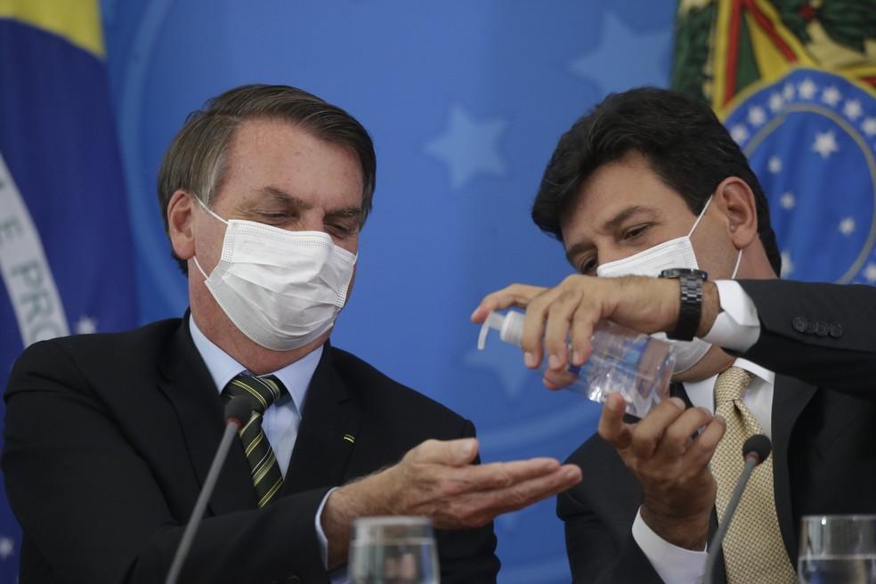 O presidente da República, Jair Bolsonaro, ao lado do então ministro da Saúde, Luiz Henrique Mandetta  Foto: DIDA SAMPAIO/ESTADÃO CONTEÚDO