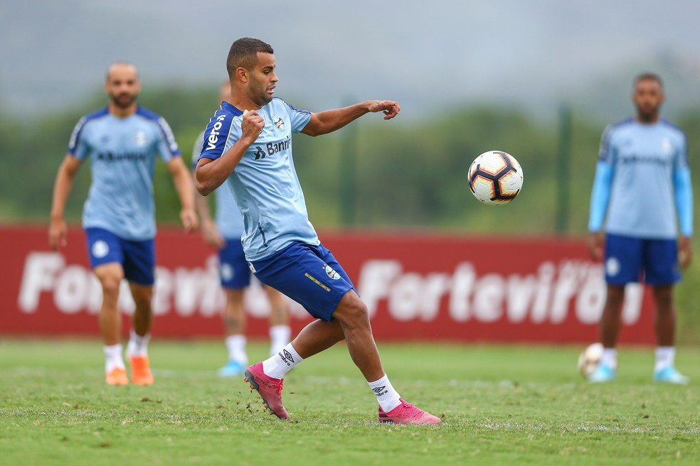 Movimentação de Alisson no treino do Grêmio, no Rio de Janeiro — Foto: Lucas Uebel/Grêmio/Divulgação