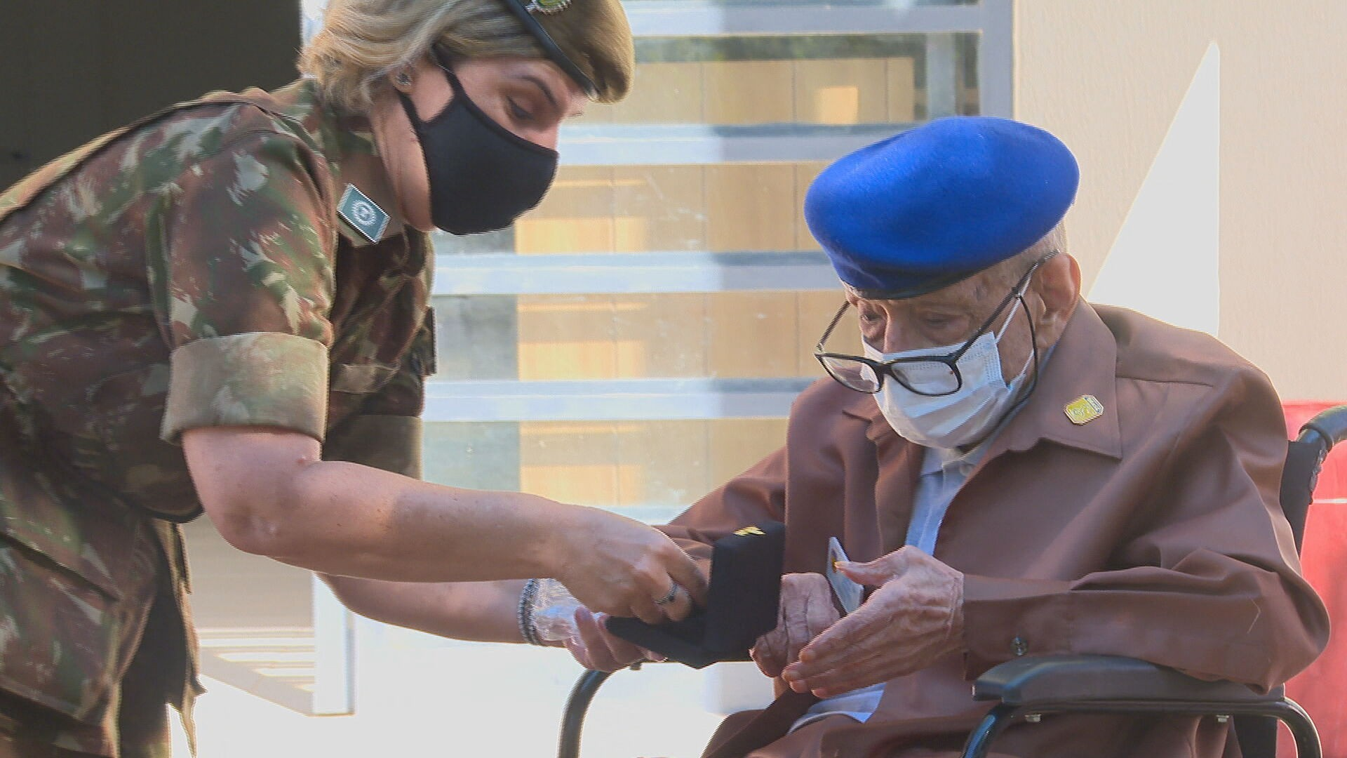 Ex-combatentes da Segunda Guerra Mundial, de 97 e 103 anos, são homenageados em Brasília
