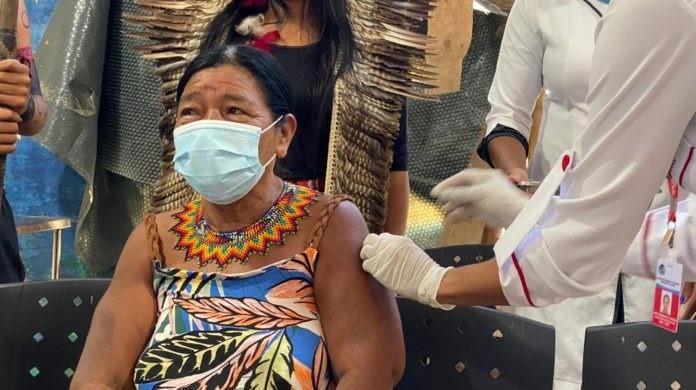 Maricá, RJ, vacina 44 indígenas  contra a Covid-19