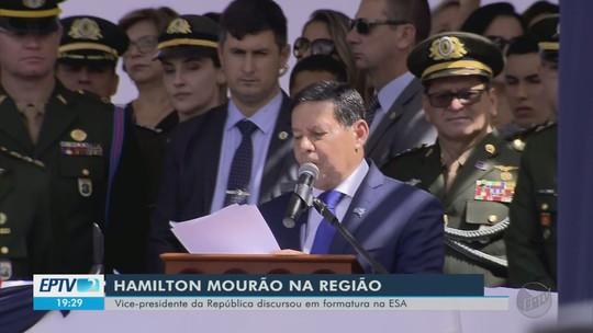 General Mourão participa de cerimônia na Escola de Sargentos das Armas, em Três Corações, MG