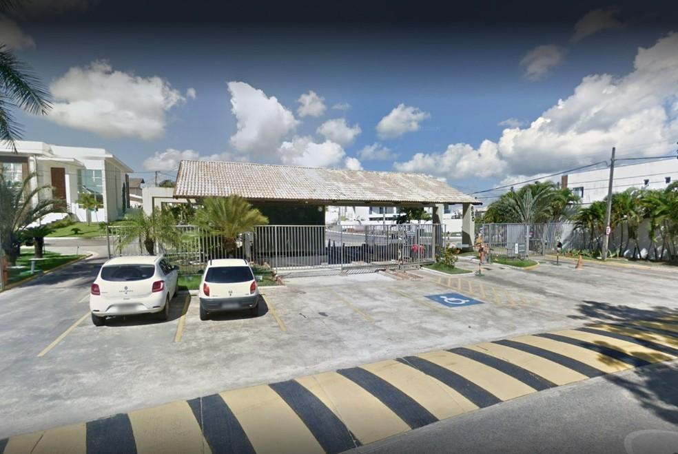 Buscas aconteceram em residência em um condomínio de luxo na Grande Natal — Foto: Google Street View