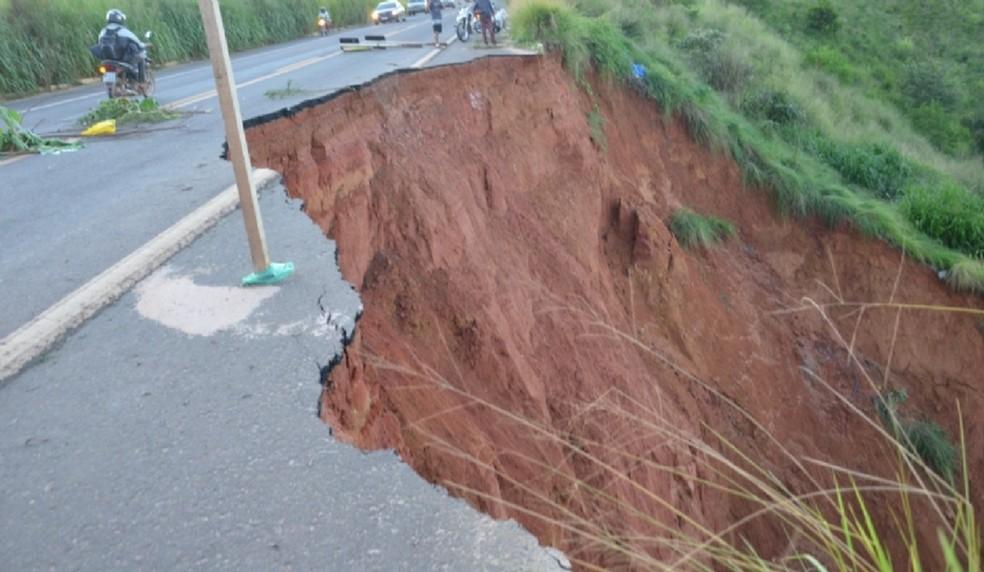 Erosão atinge km 520, próximo a Buriticupu — Foto: Divulgação/PRF